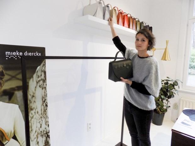 """Dieven roven exclusieve handtassenwinkel leeg, amper maand na opening: """"Dit komt hard aan"""""""