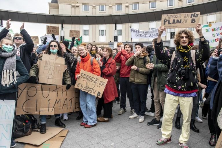 "Tot 3.000 betogers op eerste mars van Antwerpse klimaatmeisjes in Brussel: ""En volgende week met tien keer zoveel!"""