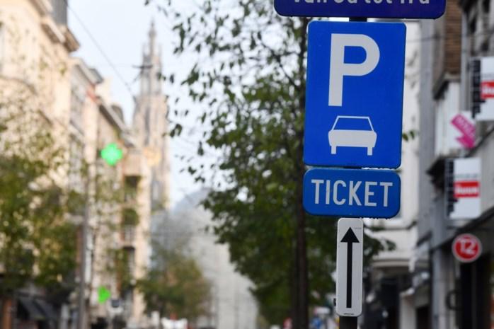 """Antwerpen duurste parkeerstad van Vlaanderen: """"Hoge tarieven jagen shoppers weg"""""""