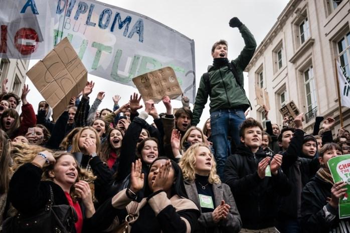 Schooldirecteur legt uit waarom hij klimaatactie steunt, maar toch sancties uitdeelt aan spijbelende leerlingen