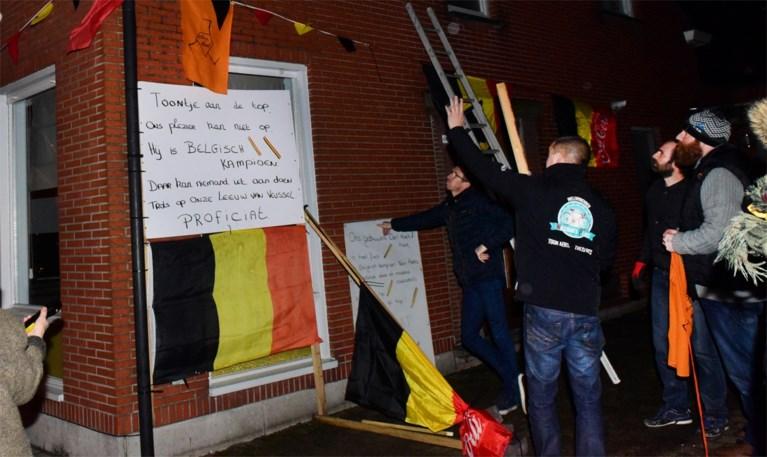 """""""Ik heb den Toon zien crossen in de wei"""": fans gaan uit hun dak met Toon Aerts in Rijkevorsel"""