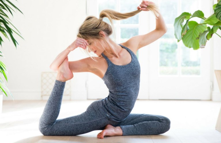 Yoga in de juiste outfit: de leukste merkjes van eigen bodem