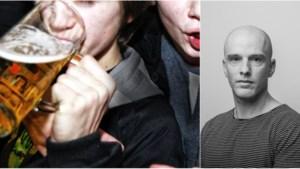 """COLUMN. """"Het grote obstakel is niet het gebrek aan alcohol, maar de aanwezigheid van het spul bij anderen"""""""