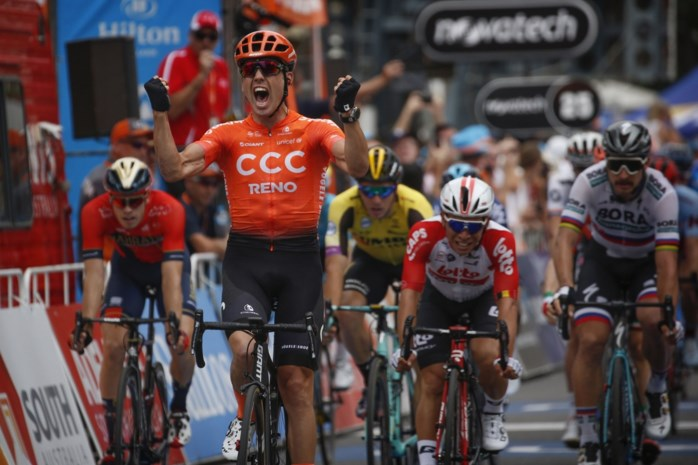 Opsteker voor Van Avermaet: Bevin wint verrassend in Tour Down Under na contact tussen Philipsen en Sagan
