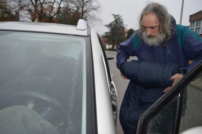 Dakloze Walter blijft in zijn auto slapen