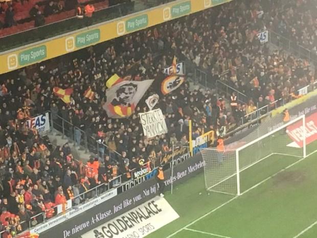 Fans van KV Mechelen steken AA Gent-doelman hart onder de riem