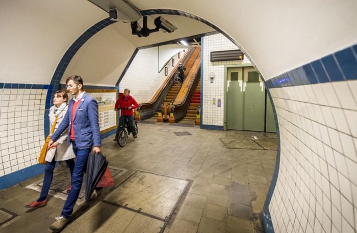 Roltrappen Sint-Annatunnel continu open tijdens werken aan liften