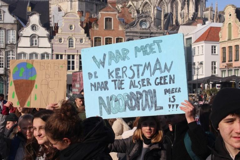 """Honderden jongeren nemen het op voor de Aarde: """"We willen aantonen dat het niet enkel om spijbelen gaat"""""""