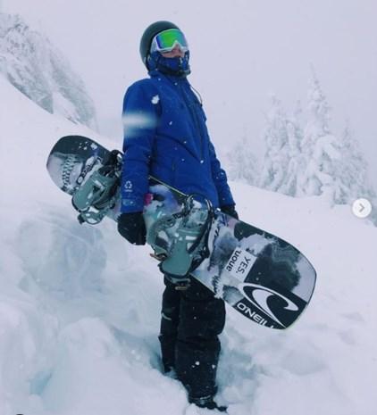 WB snowboard slopestyle: Van Hoof plaatst zich voor halve finale, Smits start niet
