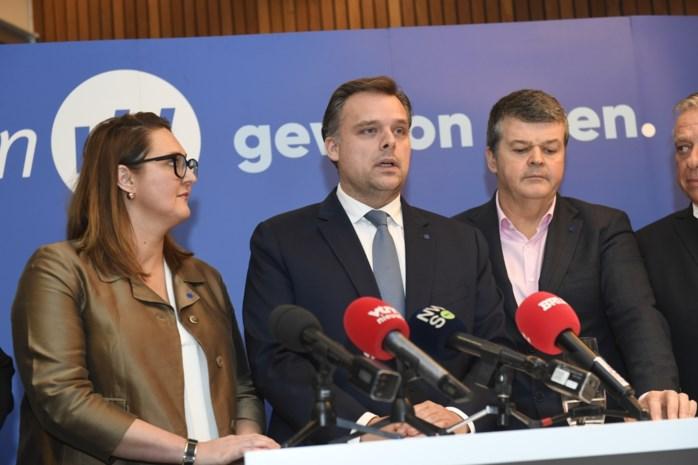 Bart Somers neemt het op tegen Bart De Wever en stadsgenoot Caroline Gennez in Vlaanderen