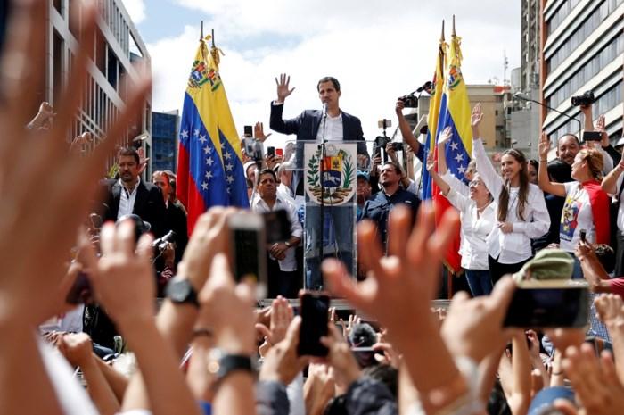 Revolutie in Venezuela: parlementsvoorzitter roept zichzelf uit tot president, 13 doden en meer dan 100 arrestaties bij rellen