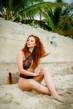 Nieuwe verleidster van 'Temptation Island' bekend: roodharige Lizzy (22) is klaar om harten te breken