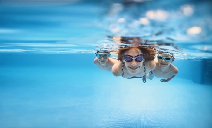 """""""Voor 45.000 euro een zwembad van 60.000 euro plaatsen? Dat stinkt, hè"""": sector waarschuwt voor malafide aannemers"""