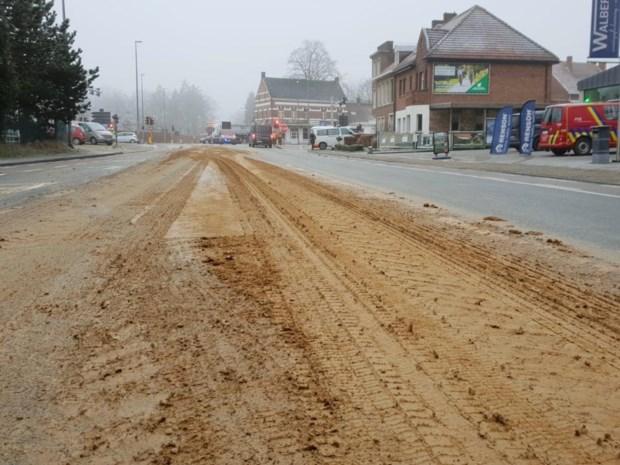 Ladingverlies op kruispunt in Beerse zorgt voor zware verkeershinder in omgeving
