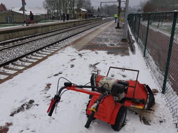 Treinverkeer ligt tijdlang stil na lichte aanrijding met sneeuwruimer