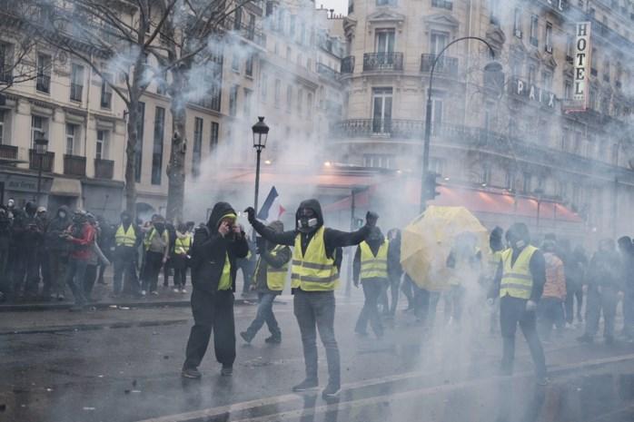 17.000 'gele hesjes' op de been in Frankrijk: protest in Parijs draait uit op rellen