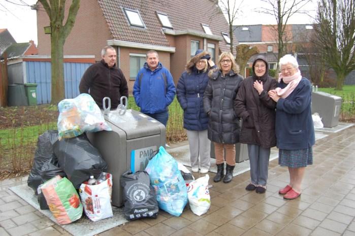 Buurtbewoners zijn gedumpte zakken met afval grondig beu