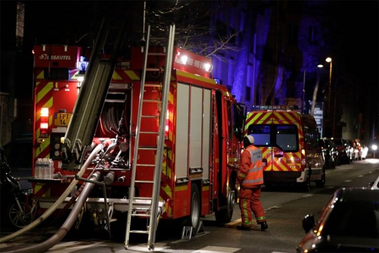 """Vrouw (41) sticht brand na conflict met buur: tien doden bij """"ongelooflijk hevige"""" appartementsbrand in Parijs"""