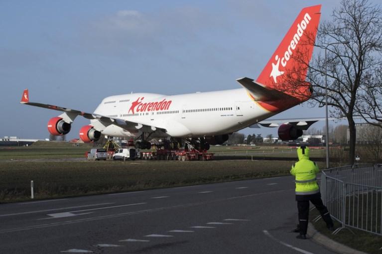 Na veel passen en meten: Boeing 747 die snelweg moest oversteken, staat op z'n plek bij hotel