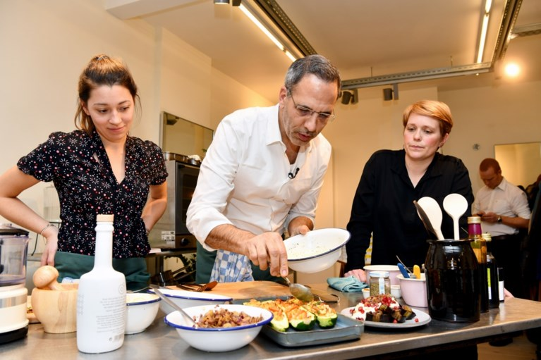 """Yotam Ottolenghi kookt in Antwerpen: """"Stress in de keuken is het laatste dat ik wil"""""""