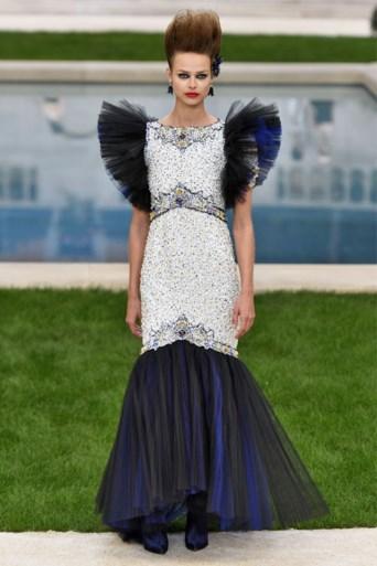 Aan deze jurk van Margot Robbie werd bijna zevenhonderd uur gewerkt