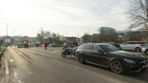 Wagen rijdt in op stakerspost in Gent: twee gewonden, bestuurder opgepakt