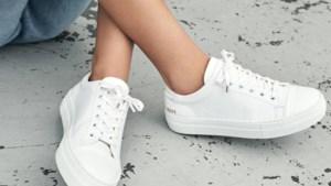 Zo maak je je witte sneakers klaar voor de lente