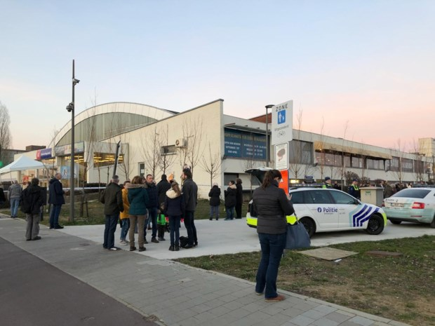 IJsbaan Ruggeveld ontruimd bij aanvang schaatsgala wegens problemen met het dak