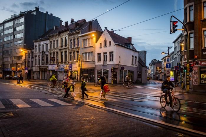 Politie stelt heel wat inbreuken vast bij controle handelszaken aan Turnhoutsebaan