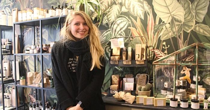 """Amber Jano opent ecologische pop-up Dear Planet: """"Mensen overtuigen om plasticvrij en milieuvriendelijk te leven"""""""