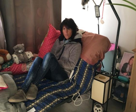 """Alleenstaande moeder met handicap woont in ongeschikt appartement: """"Ik wacht al sinds eind 2016 op een sociale woning"""""""