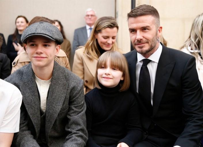 Gezinsuitje voor de Beckhams: hele familie op eerste rij bij modeshow mama Victoria