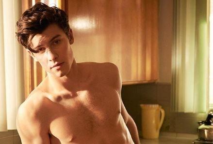 Popster Shawn Mendes gaat uit de kleren voor Calvin Klein