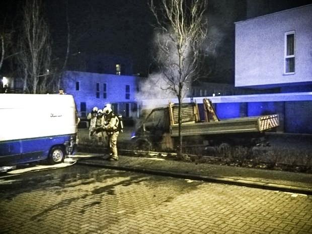 Autobrand in Abeelstraat: vermoeden van brandstichting
