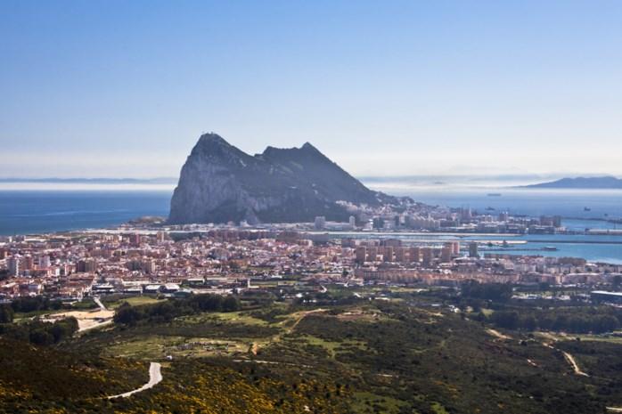 Spaans oorlogsschip beveelt boten om wateren Gibraltar te verlaten