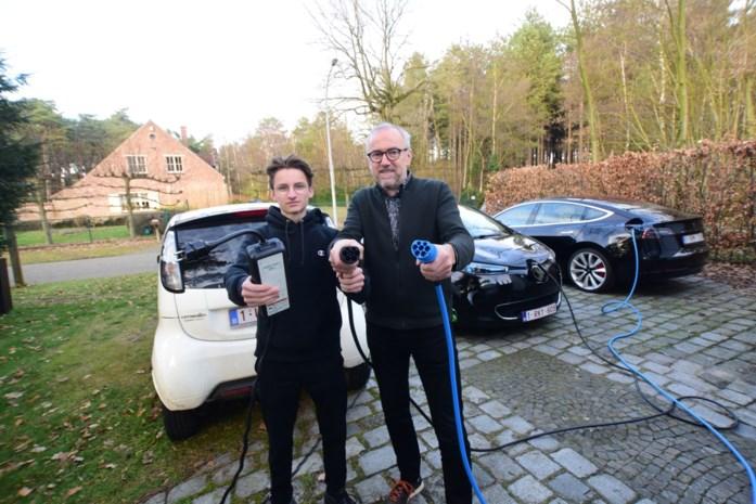 Maarten haalt een van de eerste Tesla's 'Model 3' in huis en heeft nu drie elektrische auto's