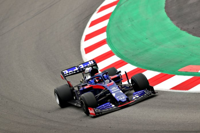 F1-test Barcelona: Ferrari van de troon gestoten door Kvyat
