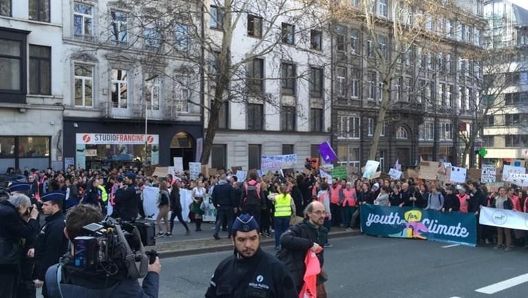 """7.500 jongeren voor het klimaat in Brussel, Zweedse Greta belaagd door media: """"Politie moest ingrijpen"""""""