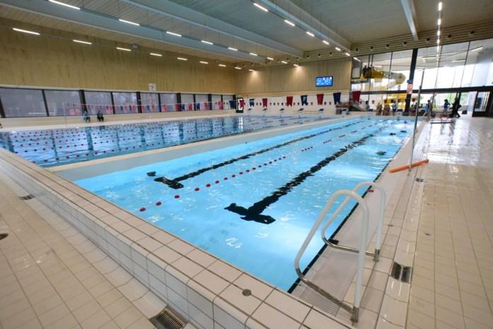 """Nieuw zwembad maakt zich op voor grote opening: """"Even wennen aan de warmte"""""""