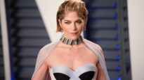 Selma Blair verschijnt met wandelstok op rode loper Oscars na MS-diagnose