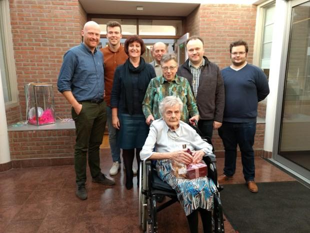 Fientje viert 102de verjaardag en is oudste inwoonster