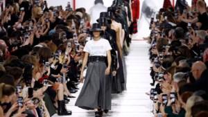 Dior maakt statement met feministische T-shirts