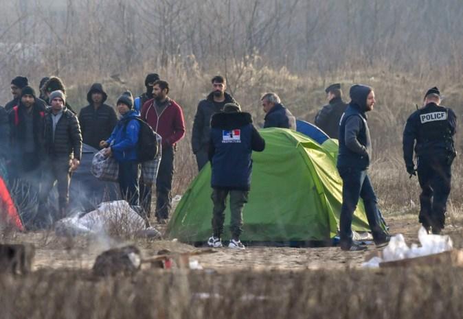 Honderdtal migranten dringt haven van Calais binnen