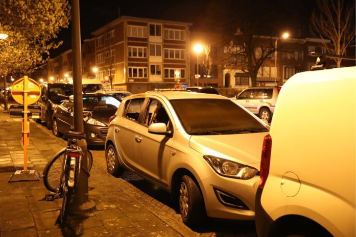 Brandstichting in Berchem: zijruitje auto ingeslagen en brandbaar product naar binnen gegooid