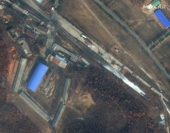 """Satellietbeelden tonen mogelijke bouw van raket in Noord-Korea, president Trump """"beetje teleurgesteld"""""""