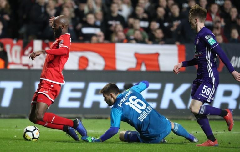 Geen penalty voor Antwerp, wel tegengoal in blessuretijd na potje knokvoetbal tegen Anderlecht