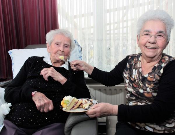 """Rosalia viert verjaardag: """"106 jaar worden? Je moet gewoon blijven ademen"""""""