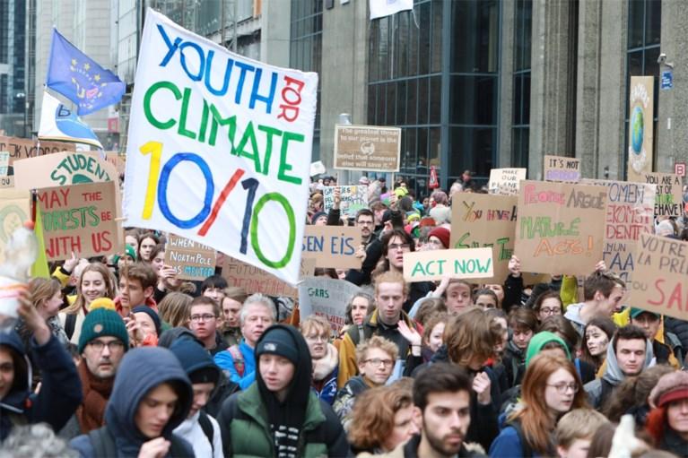 Zeker 2.800 klimaatactivisten verzamelen in Antwerpen en trekken naar internationale betoging in Brussel