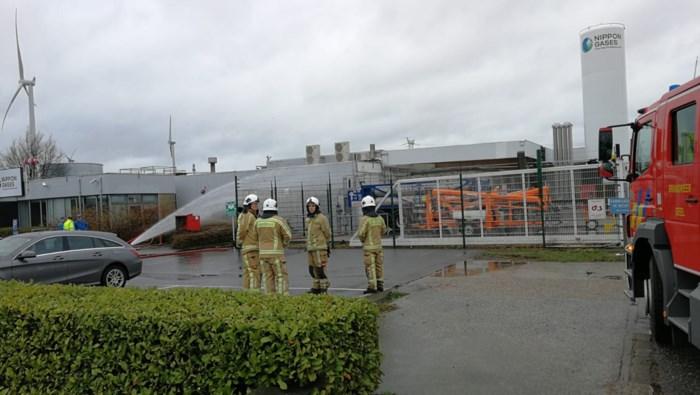 Explosie bij Nippon Gases in Oevel: eigen brandweer sproeit om gas neer te slaan
