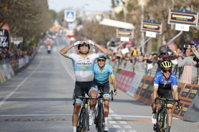 Beresterke Alexey Lutsenko wint lastige rit in Tirreno-Adriatico, ondanks twee (!) valpartijen in de finale